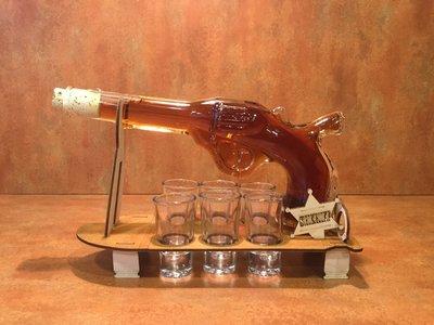 Pistool set inclusief 6 borrel glaasjes